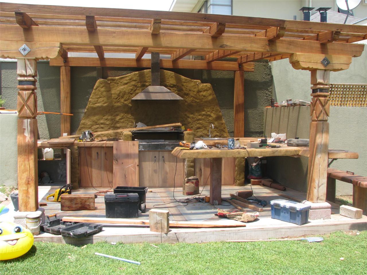Decoracion de quinchos cerrados com portal pelautscom for Jardines modernos fotos
